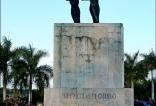 Estatua en honor a Nicolás de Ovando.