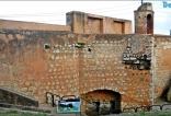 Parte de las defensas del palacio.