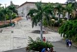 Llegando al palacio por la calle Las Damas.