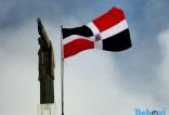 Bandera Dominicana ondeando junto al Cristo de la Libertad.