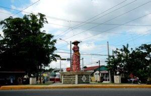 La Muñeca sin Rostro originaria de la comunidad del Higüerito, es fabricada por artesanos que elaboran obras de arte de reconocida fama tanto nacional como internacional.